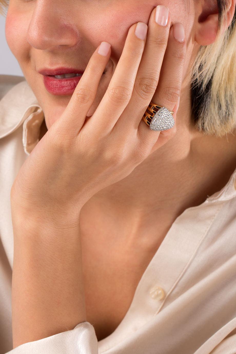 انگشتر طلا مثلث بزرگ با برلیان